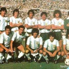 Coleccionismo deportivo: SELECCIÓN DE FÚTBOL DE ARGENTINA: GRAN RECORTE DE UN EQUIPO DE LOS PRIMEROS AÑOS 80. Lote 255977355