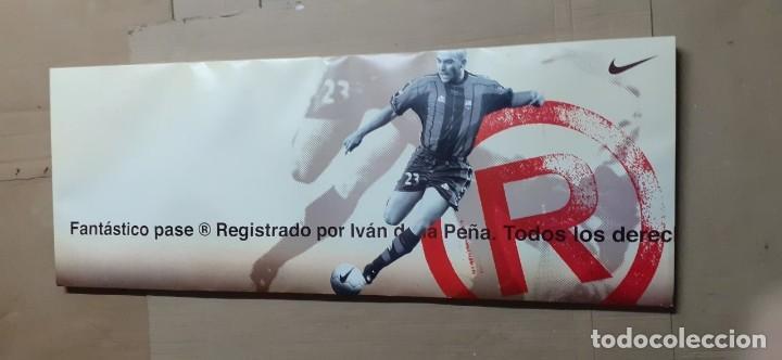 CARTEL PUBLICITARIO DOBLE CARA 1997 FUTBOL NIKE JUGADORES KIKO IVAN DE LA PEÑA 48 CM X 1,20 M (Coleccionismo Deportivo - Carteles de Fútbol)