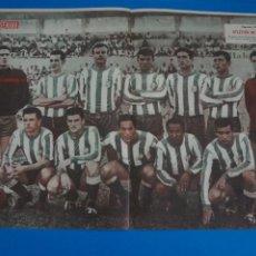 Coleccionismo deportivo: POSTER DE FUTBOL ATLETICO DE BALEARES REVISTA SEMANA AÑO 60-61. Lote 268578494
