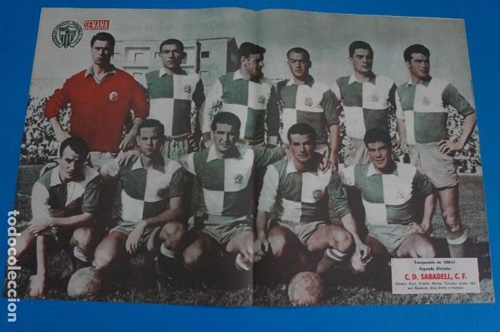POSTER DE FUTBOL C.D. SABADELL C.F. REVISTA SEMANA AÑO 60-61 (Coleccionismo Deportivo - Carteles de Fútbol)