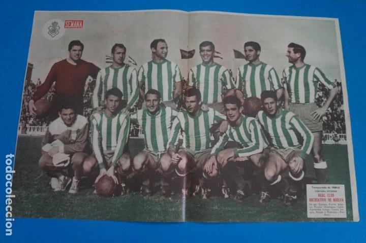 POSTER DE FUTBOL REAL CLUB RECREATIVO DE HUELVA REVISTA SEMANA AÑO 60-61 (Coleccionismo Deportivo - Carteles de Fútbol)