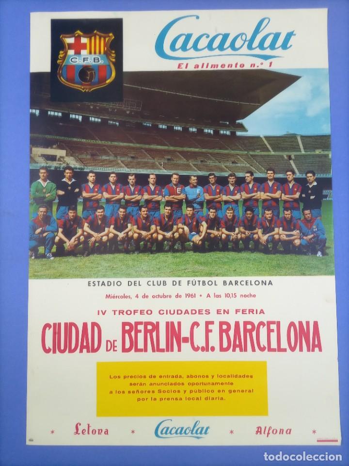 CARTEL - CIUDAD DE BERLIN-C.F. BARCELONA - 1961 - 60,5X42,5CM - IV TROFEO CIUDADES EN FERIA (Coleccionismo Deportivo - Carteles de Fútbol)