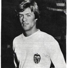 Coleccionismo deportivo: VALENCIA CF: RECORTE DE REP. 1975. Lote 270256168