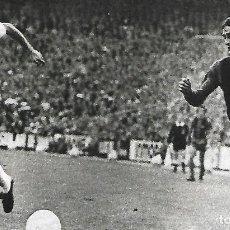 Coleccionismo deportivo: RECORTE DE JOHAN CRUYFF Y DEL BOSQUE. 1974. Lote 270256993