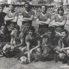 Coleccionismo deportivo: VALENCIA CF: RECORTE DE UN EQUIPO DE 1974. Lote 277730738