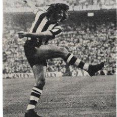Coleccionismo deportivo: ATHLETIC DE BILBAO: GRAN RECORTE DE LASA EN ACCIÓN. Lote 277735158