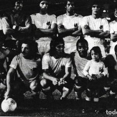 Coleccionismo deportivo: SANTOS FUTEBOL CLUBE ( CON PELÉ ): RECORTE DE UN EQUIPO DE 1974. Lote 277735273