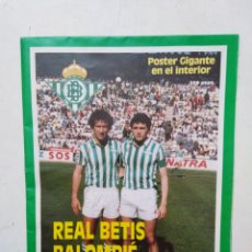 Coleccionismo deportivo: REAL BETIS BALOMPIE PÓSTER GIGANTE ( 95 CM X 65 CM ). Lote 283932788