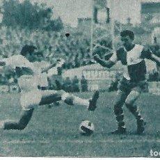 Coleccionismo deportivo: ELCHE CF: RECORTE DE IBORRA ANTE PACO PORTALÉS. 1966. Lote 288104663
