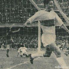 Coleccionismo deportivo: ELCHE CF: RECORTE DE SÓCRATES, RABIOSO TRAS RECIBIR UN GOL. 1963. Lote 288104823