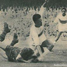Coleccionismo deportivo: ELCHE CF: RECORTE DE SÓCRATES EN PUGNA CON ZALDÚA. 1963. Lote 288104888
