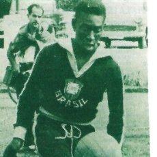 Coleccionismo deportivo: SELECCIÓN DE FÚTBOL DE BRASIL: RECORTE DE UN PELÉ JOVENCÍSIMO. Lote 295484748