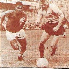Coleccionismo deportivo: SELECCIÓN DE FÚTBOL DE BRASIL: RECORTE DE GARRINCHA EN ACCIÓN.. Lote 295485298