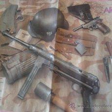 Carteles Guerra Civil: CARTEL DE ARMAS Y EQUIPOS DE LA 2 GUERRA MUNDIAL (ALEMANIA) INFANTERIA DE 57X41,5 CM. Lote 36875010