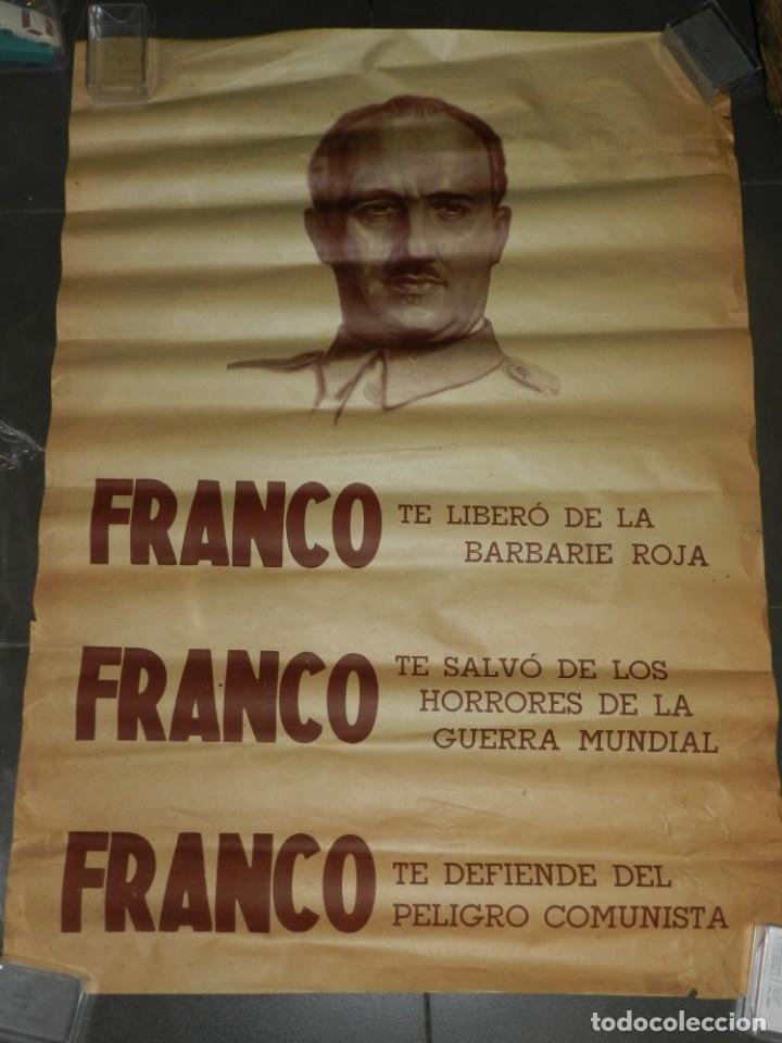 (M) CARTEL GUERRA CIVIL FRANCO TE LIBERO DE LOS BARBARIE ROJA, ORIGINAL DE EPOCA (Coleccionismo - Carteles Gran Formato - Carteles Guerra Civil)