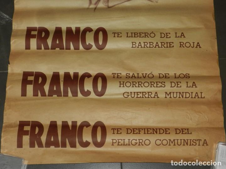 Carteles Guerra Civil: (M) CARTEL GUERRA CIVIL FRANCO TE LIBERO DE LOS BARBARIE ROJA, ORIGINAL DE EPOCA - Foto 3 - 183268976