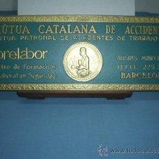Carteles: DISPLAY DE CARTON TAMAÑO 15X40 CMTS MUTUA CATALANA DE ACCIDENTES. Lote 10892109