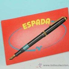 Carteles: PUBLICIDAD EN CARTÓN PARA COLOCAR SOBRE EL MOSTRADOR: PLUMAS ESPADA.. Lote 39627411