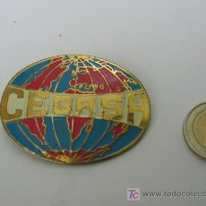 Carteles: PILAS CEGASA, ANTIGUA CHAPA DE PECHO, LATON Y PINTURA.. Lote 19994452