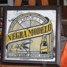Carteles: ESPEJO PUBLICITARIO DE CERVEZA NEGRA MODELO. IMPORTED DARK BEER. MEDIDAS CON MARCO: 41.5 X 41.5.. Lote 172114495
