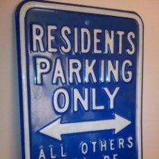 Carteles: IMPRESIONANTE CHAPA DE RESIDENTS PARKING ONLY. Lote 39649504