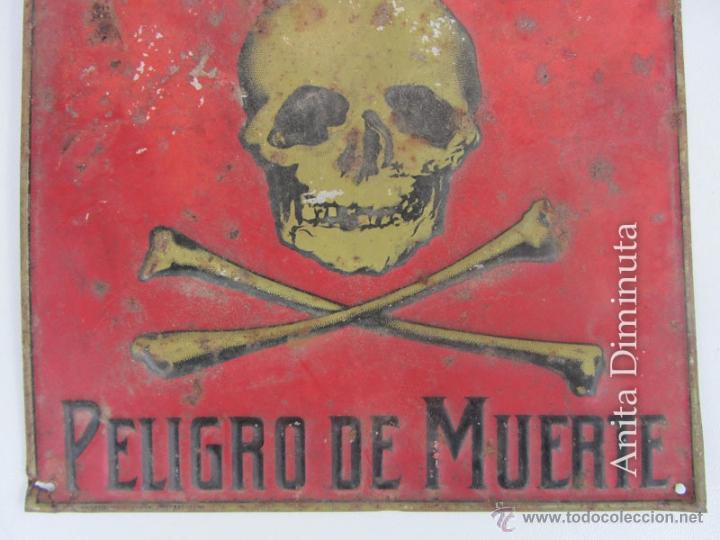 Carteles: PRECIOSA Y ANTIGUA CHAPA LITOGRAFIADA DE PELIGRO DE MUERTE - G DE ANDREIS M.E. BADALONA - AÑO 1957 - Foto 2 - 40931655