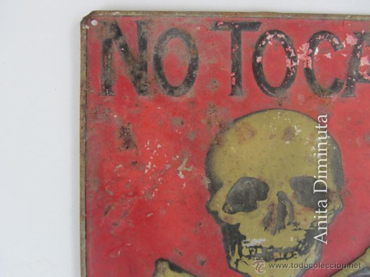 Carteles: PRECIOSA Y ANTIGUA CHAPA LITOGRAFIADA DE PELIGRO DE MUERTE - G DE ANDREIS M.E. BADALONA - AÑO 1957 - Foto 3 - 40931655