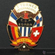 Carteles: PLACA O ESCUDO I TORNEO INTERNACIONAL HOCKEY C.D.A. EGARA TARRASA 1954. Lote 47540707