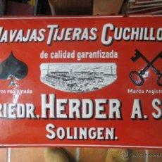 Carteles: CARTEL DE CHAPA ESMALTADO PORCELANA,NAVAJAS TIJERAS CUCHILLOS FRIEDR.HERDER A. SN,SOLINGEN.AÑO 1900.. Lote 47712075