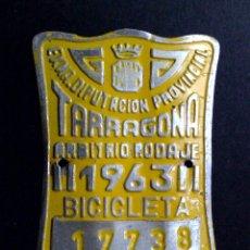 Carteles: CHAPA MATRICULA ARBITRIO RODAJE BICICLETA,AÑO 1963 DE TARRAGONA. Lote 86657875