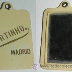Carteles: ANTIGUO ESPEJO CON PUBLICIDAD DE MARTINHO, MADRID, CARNET DE BAILE DE CELULOIDE CON SU LAPICERO, MID. Lote 51817612