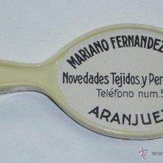 Carteles: ANTIGUO ESPEJO DE CELULOIDE CON PUBLICIDAD DE MARIANO FERNANDEZ MERLO, TEJIDOS Y PERFUMERIA, ARANJUE. Lote 51818550