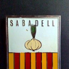 Carteles: PLACA DE METAL ESMALTADO-SABADELL (8CMS X 6,3CMS.) DESCRIPCIÓN. Lote 54585106
