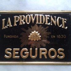 Carteles: CHAPA ESMALTADA Y DORADA SEGUROS LA PROVIDENCE EN PERFECTO ESTADO. Lote 55564088