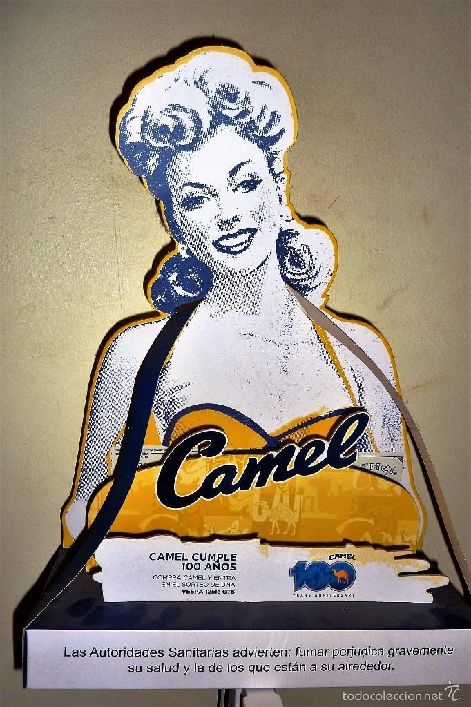 BONITO EXPOSITOR CARTEL PUBLICIDAD TABACO CAMEL CARTON DURO PIN UP 100 ANIVERSARIO 40 / 30 / 10 CM (Coleccionismo - Carteles y Chapas Esmaltadas y Litografiadas)