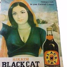 Carteles: ANTIGUA Y CURIOSA CHAPA DE METAL LITOGRAFIADA PUBLICIDAD SIKKIM BLACK CAT RON - INDIA AÑOS 60-70. Lote 51762683