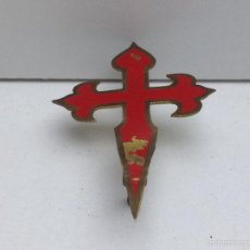 Carteles: CRUZ DE SANTIAGO PARA COCHE , INSIGNIA LATON PINTADO. Lote 59520147