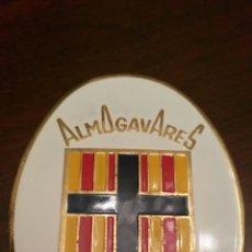 Carteles: GRAN INSIGNIA 1960 ALMOGÁVARES. MOROS Y CRISTIANOS. CHAPA - PIN.. Lote 63817738