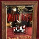 Carteles: CARTEL PUBLICITARIO LITOGRAFIADO SOBRE ESPEJO DE SCOTCH WHISKY WHITE HORSE. AÑOS 60. Lote 69613181
