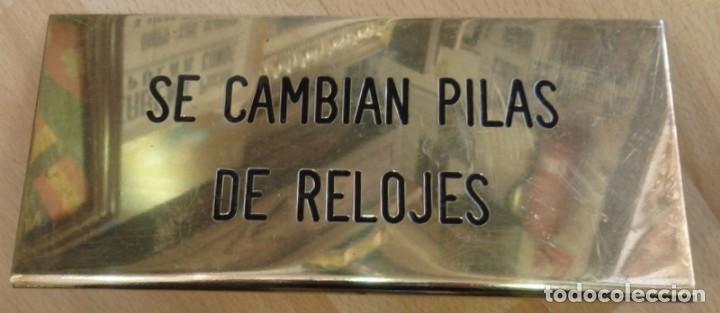 ANTIGUA CHAPA DE RELOJERO, SE CAMBIAN PILAS DE RELOJES,20X9 CMS (Coleccionismo - Carteles y Chapas Esmaltadas y Litografiadas)
