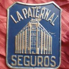Carteles: CHAPA DE METAL EN BUEN ESTADO DE LA PATERNAL SEGUROS SOBRE 1940. Lote 76849179