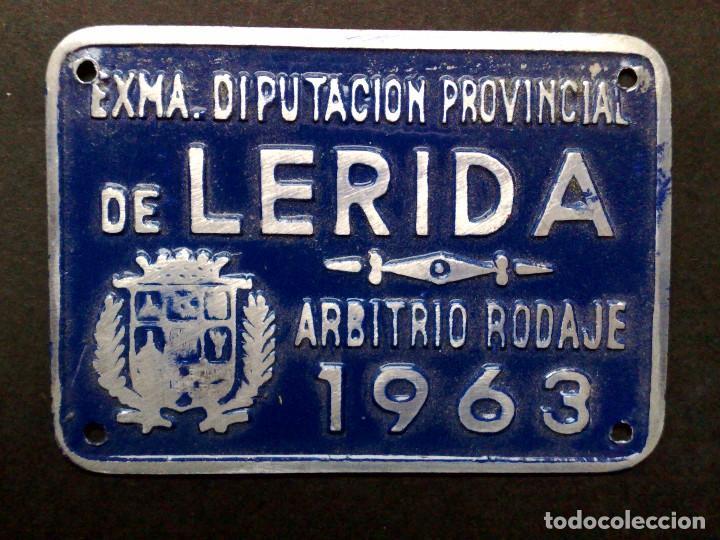 CHAPA MATRICULA ARBITRIO RODAJE,AÑO 1963 DE LERIDA (7CMS X 5CMS) (Coleccionismo - Carteles y Chapas Esmaltadas y Litografiadas)