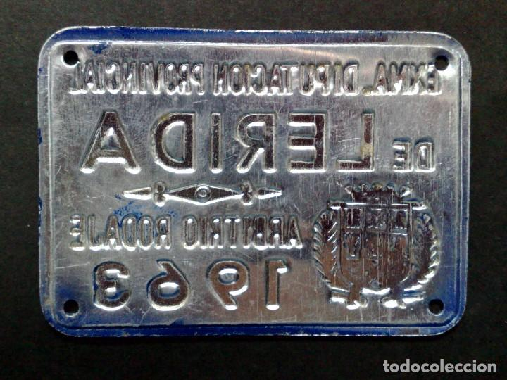Carteles: CHAPA MATRICULA ARBITRIO RODAJE,AÑO 1963 DE LERIDA (7CMS X 5CMS) - Foto 2 - 77423489
