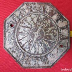Carteles: PLACA SEGUROS, OCTOGONAL EN PLOMO - ' GARANTIA PORTO ' 18CM DIAMETRO 950GR + INFO. Lote 78264309