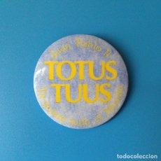 Carteles: CHAPA TOTUS TUUS - JUAN PABLO II - TE QUIERE TODO EL MUNDO. Lote 79346813