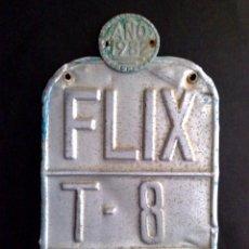 Carteles: CHAPA MATRICULA T-8,RODAJE AGRICOLA,AÑO 1982 DE FLIX (15CMS X 10CMS). Lote 79627361