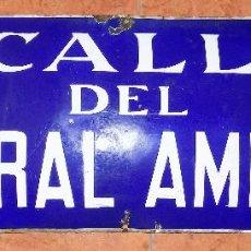 Carteles: ANTIGUA, CHAPA, PLACA ESMALTADA CALLE GENERAL AMPUDIA, MADRID, ESCUDO EN RELIEVE, 70 X 25. Lote 82528460