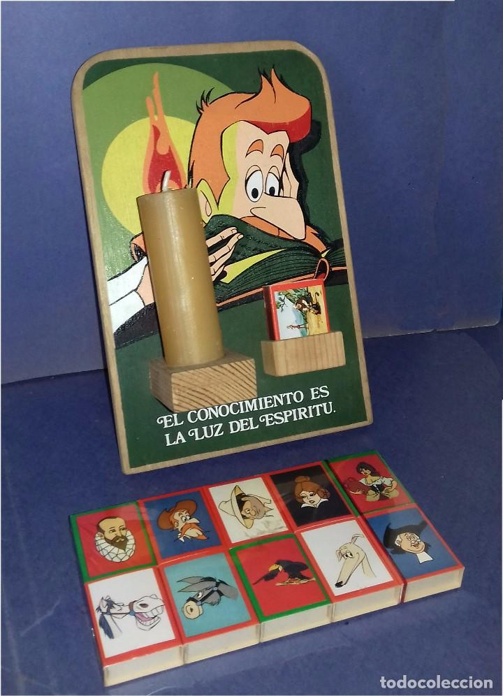 MADERA - PORTAVELAS SERIGRAFIADO DE LA SERIE DON QUIJOTE DE LA MANCHA (1979) + 21 CAJAS DE CERILLAS (Coleccionismo - Carteles y Chapas Esmaltadas y Litografiadas)