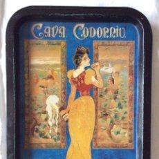 Carteles: BONITA BANDEJA DE CHAPA CON PUBLICIDAD DE CAVA CODORNIU. Lote 86974292