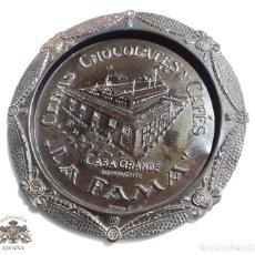 Carteles: PUBLICIDAD BANDEJA CHAPA , CHOCOLATES , CASA GRANDE LA FAMA , DE BENAVENTE - 23,5 CM DIÁMETRO. Lote 87611496